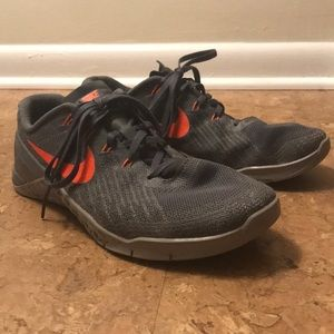 Metcon 3 Grey/Hyper Crimson Mens Training Shoe